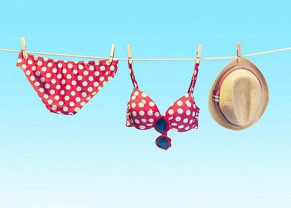 Obliekli by ste si prvé plavky?